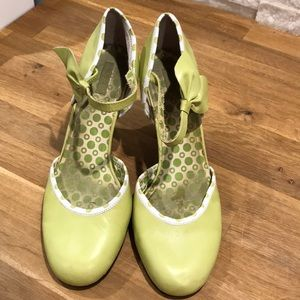 Lime Green Heels with ankle strap / Size 8.5